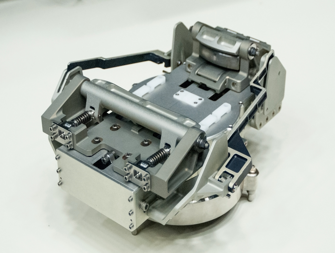 Robotic gripper for satellite capture and servicing